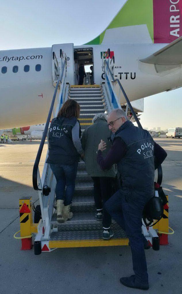 Tramonte sale sul volo che lo porterà in Italia