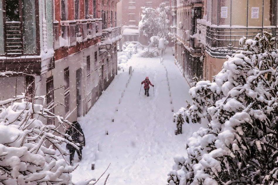 Forti nevicate ricoprono gran parte della Spagna