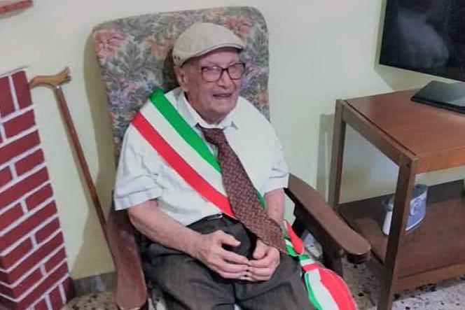 Marrubiu, il regalo all'ultracentenario: Tziu Giuanni sindaco per un giorno
