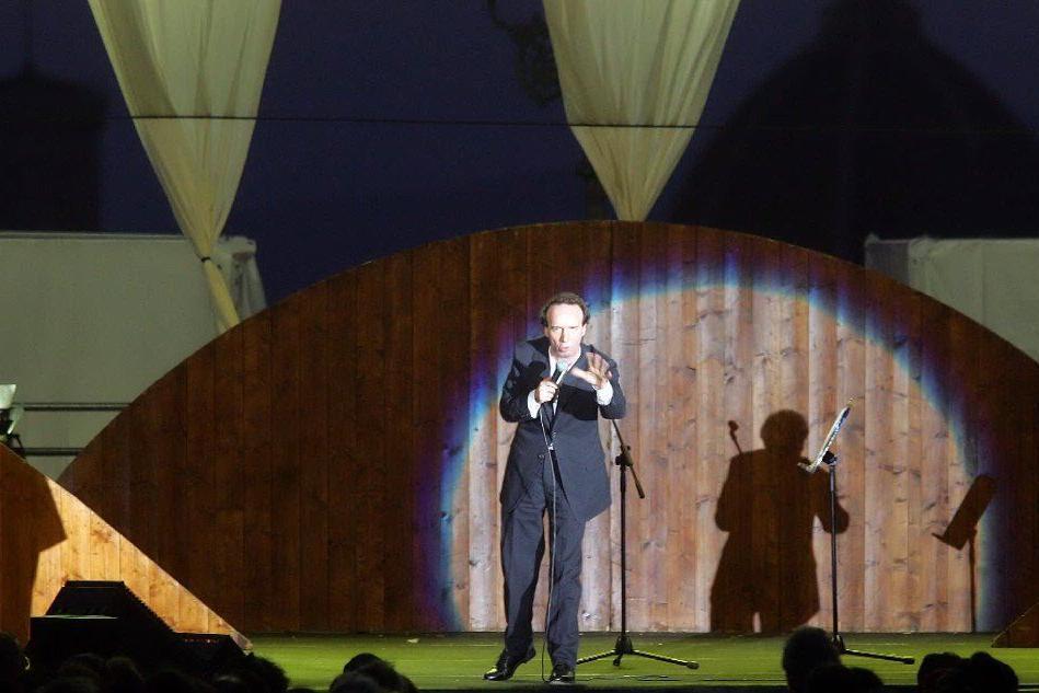 Roberto Benigni interpreta Dante (foto archivio L'Unione Sarda)