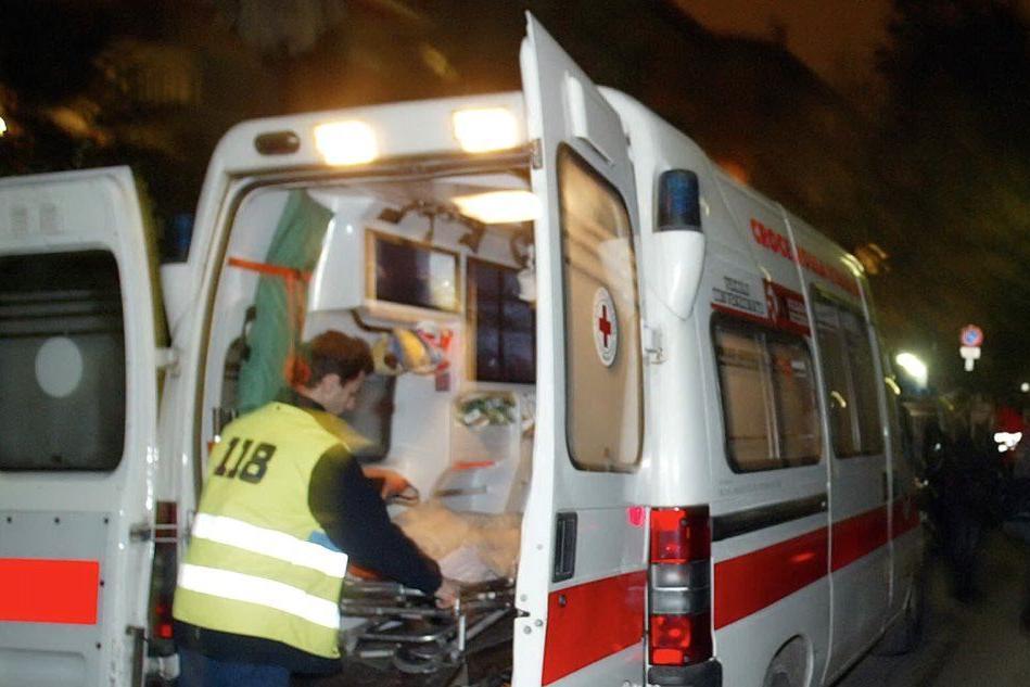 Benetutti: con l'auto contro un autocarroMuore un allevatore di 49 anni, un ferito