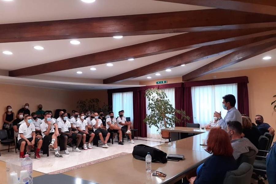 I giocatori del Castiadas ricevuti in Municipio dasindaco, assessori e consiglieri