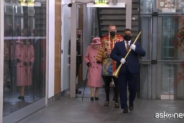 """Regina Elisabetta, il fuorionda clamoroso sul clima: """"I leader non fanno niente, è irritante"""""""