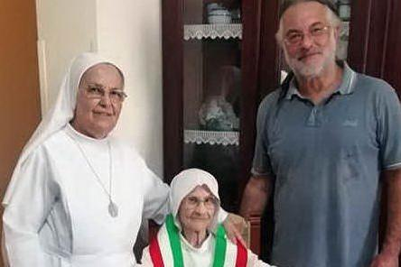 Genoni in festa per i 102 anni di suor Stefanina