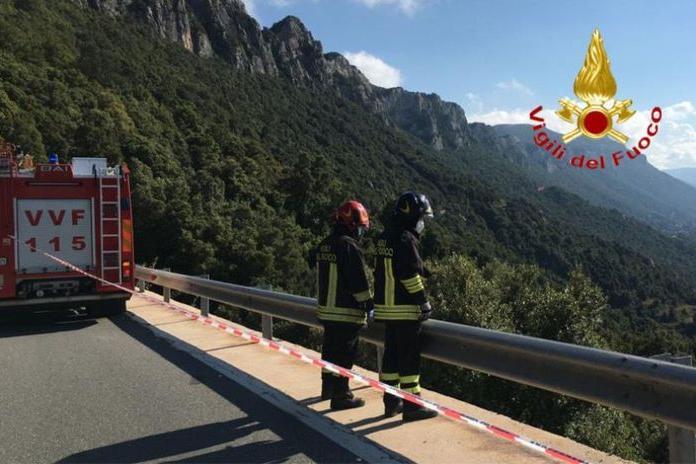 Dorgali, in moto contro un guard rail: lei muore, lui finisce al San Francesco di Nuoro
