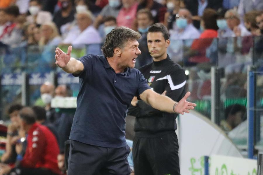 Cagliari-Roma: Godin e Strootman non convocati. Rossoblù in campo da ultimi in classifica