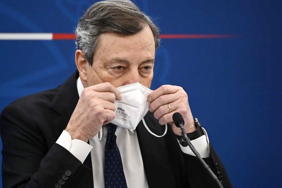 """Draghi: """"Farò il vaccino Astrazeneca, mio figlio l'ha già fatto"""""""