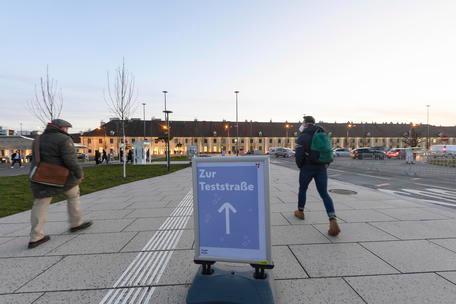 Contagi in aumento, l'Austria studia un lockdown per i soli non vaccinati