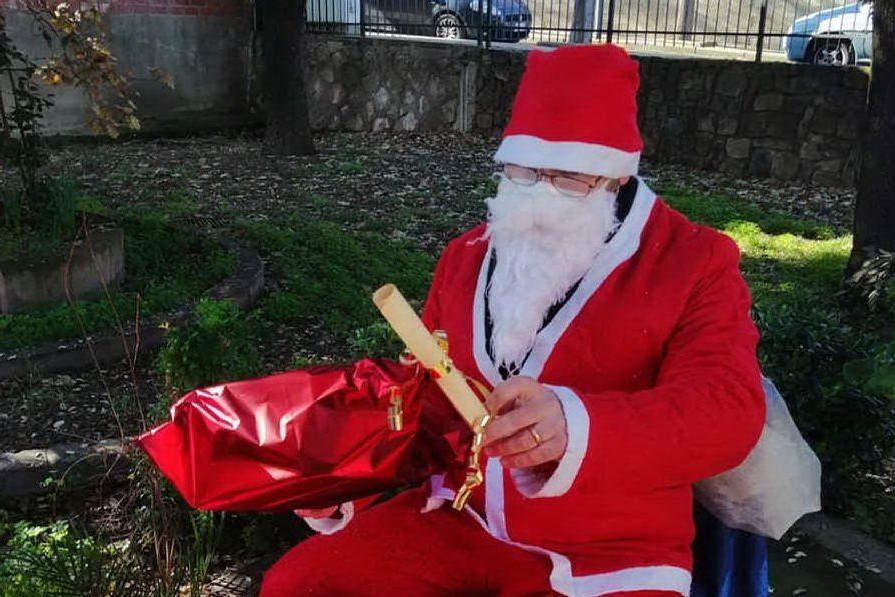 Babbo Natale alla scuola dell'infanzia (foto Serreli)