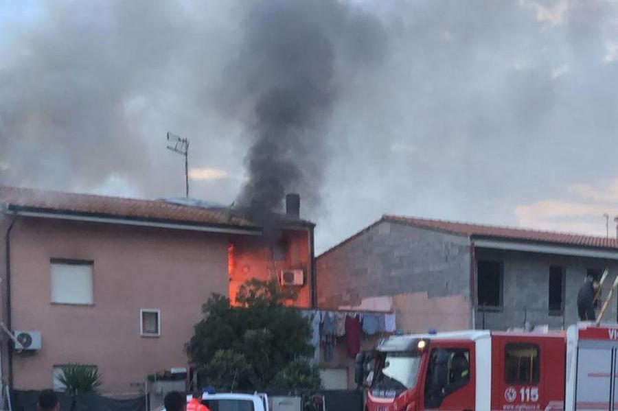 Tenta di spegnere un incendio a casa della sorella, muore a Pabillonis