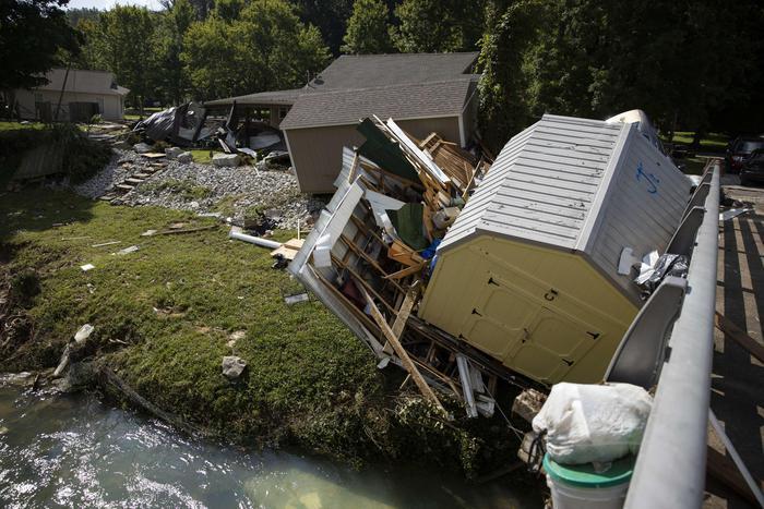 """Inondazioni, più di 20 morti e decine di dispersi in Tennessee: Biden dichiara """"grave calamità"""" - L'Unione Sarda.it"""