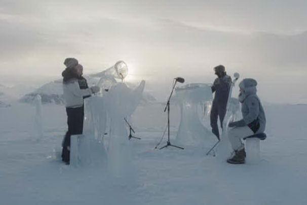 Artico, concerto con strumenti di ghiaccio per salvare gli Oceani