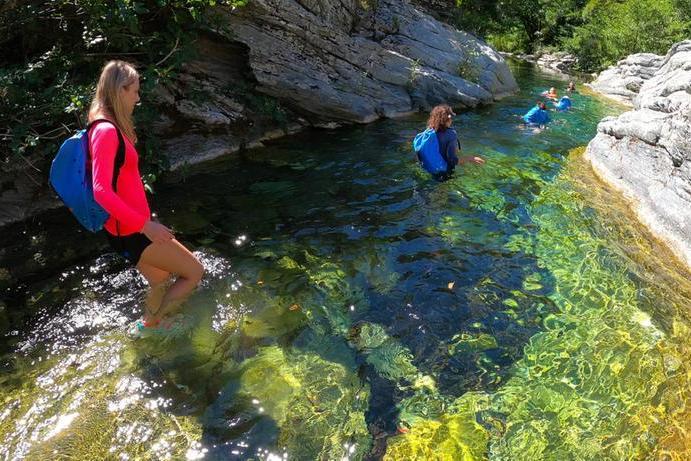 Un percorso di acquatrek in Sardegna (Corrado Conca)