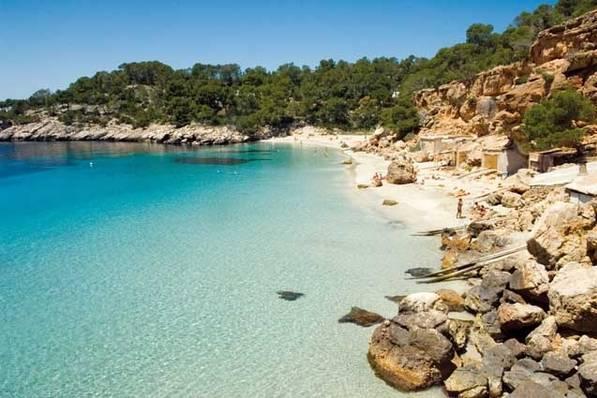 Covid, Ibiza assolda detective privati: siinfiltreranno nelle feste illegali