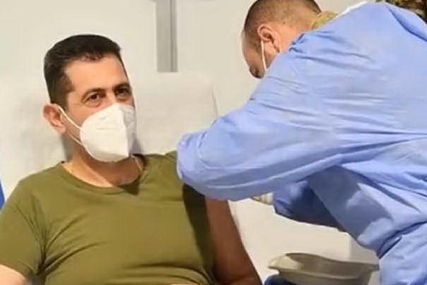 Il generale Figliuolo e Curcio vaccinati a Roma