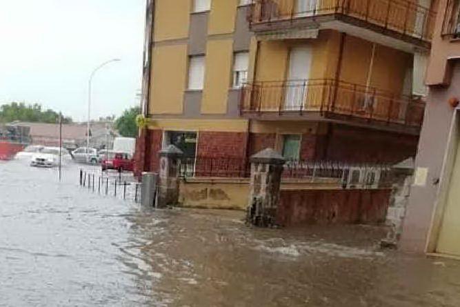 Via Forlanini completamente allagata (L'Unione Sarda - Tellini)