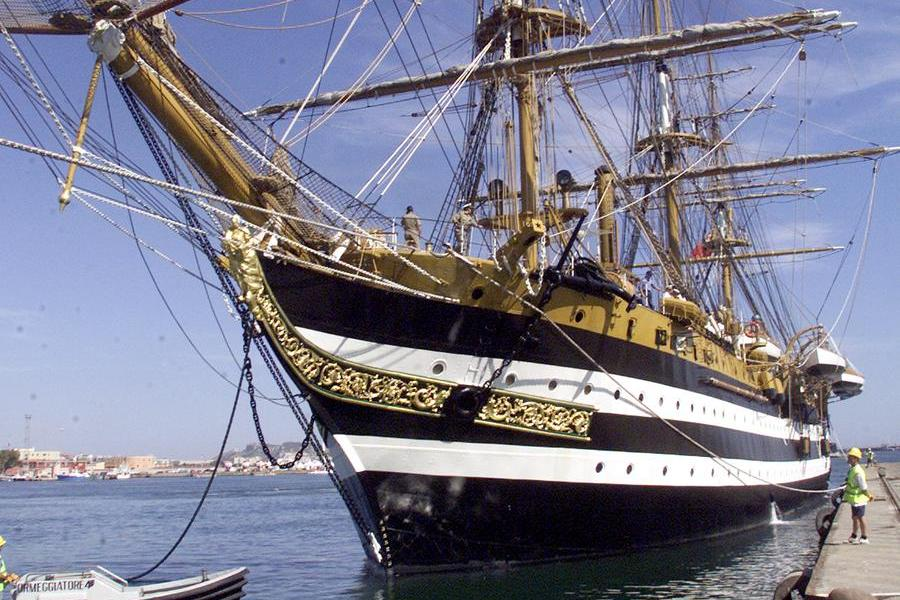 La nave Amerigo Vespucci (L'Unione Sarda - Solinas)