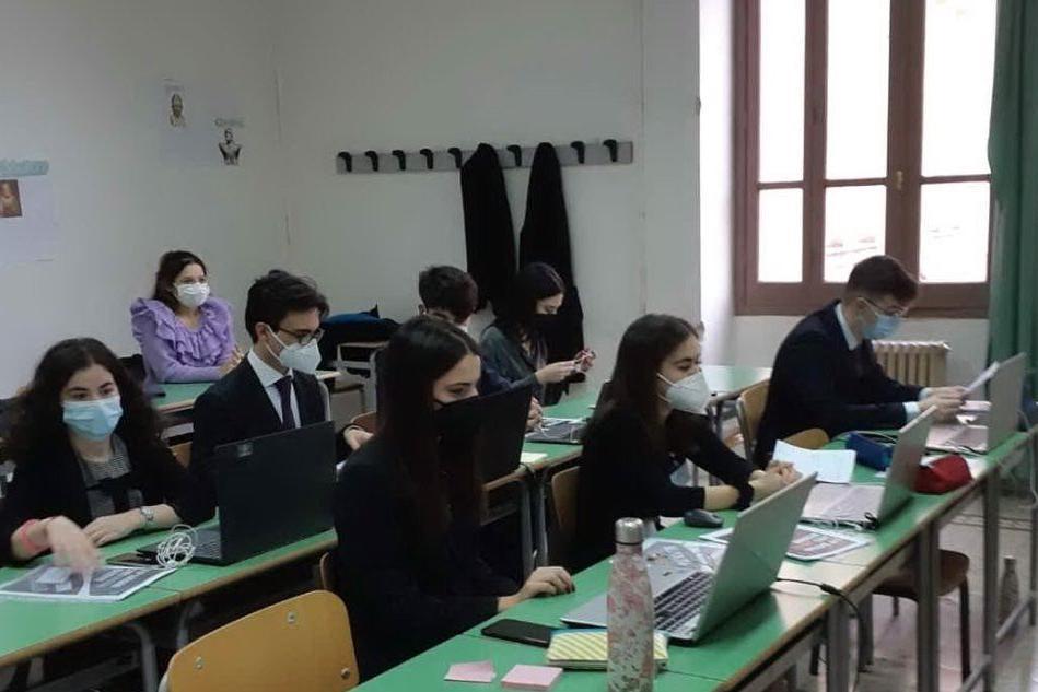 """""""Parlamento Europeo Giovani"""", gli studenti dell'Azuni primi nella fase regionale"""
