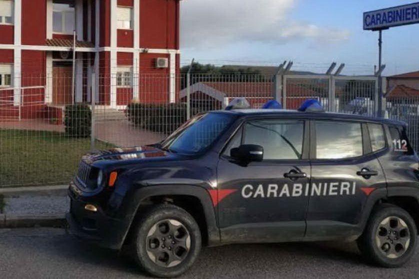 Interrompe un funerale e spintona i carabinieri: ora è ai domiciliari