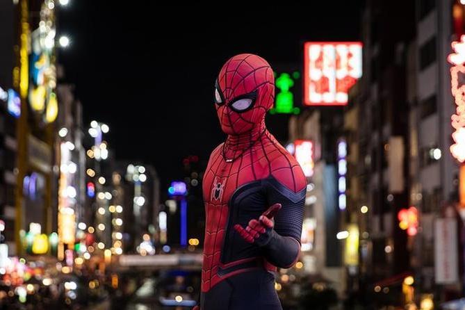 """Maltratta la compagna, il figlioletto si traveste da Spiderman: """"Mamma, ti difendo io"""""""