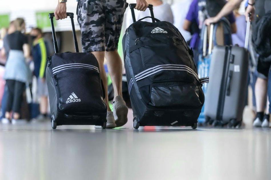 Elmas, 2 chili di sabbia in valigia: stangata per un turista francese