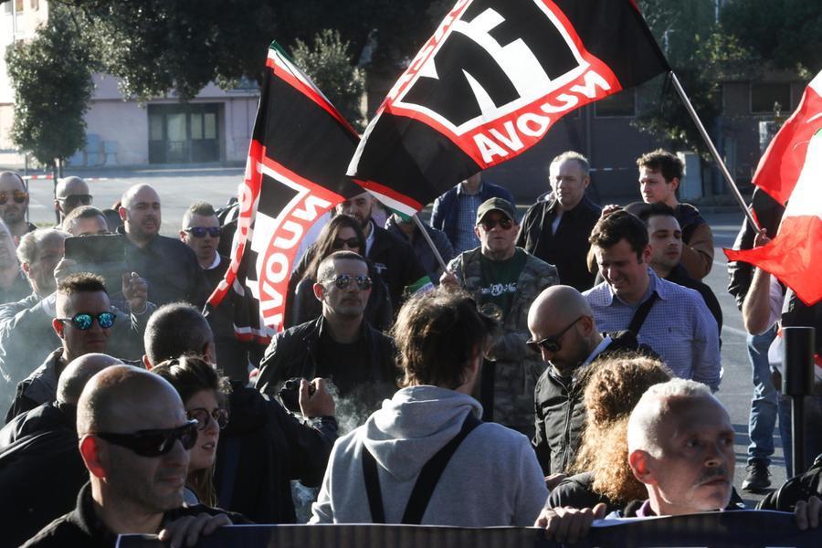 Chi può sciogliere un gruppo fascista?
