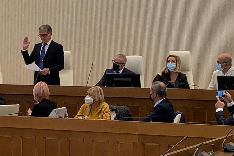 """Olbia, Consiglio comunale al via tra le polemiche: Navone """"sospeso"""", Altana eletto presidente"""