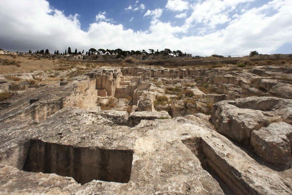 La necropoli di Tuvixeddu (L'Unione Sarda)