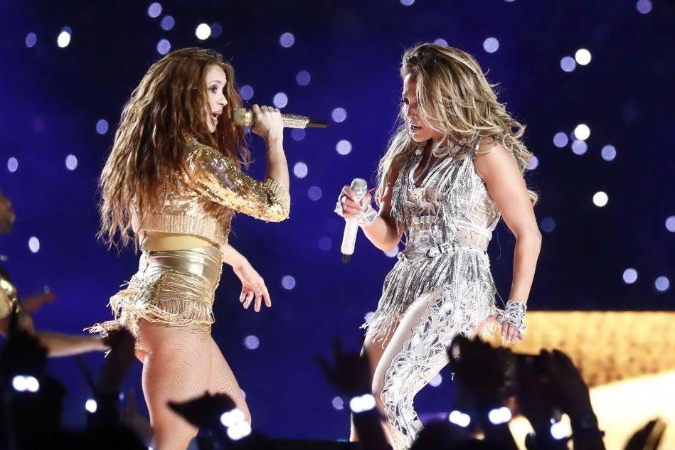 Shakira e J.Lo infiammano il Superbowl