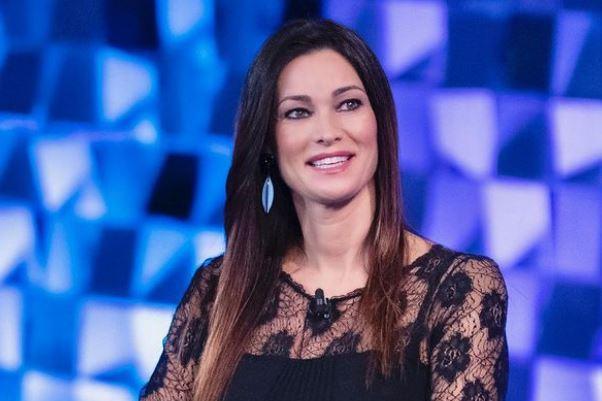 """Manuela Arcuri: """"Se non dovesse arrivare il secondo figlio, valuteremo l'adozione"""""""