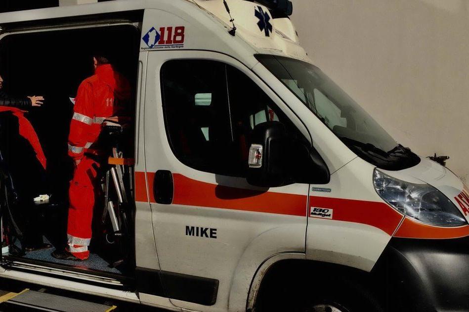 Incidente ad Arborea, auto si incendia dopo lo scontro