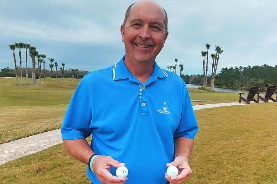 Golf, fa buca con un unico colpo per ben due volte