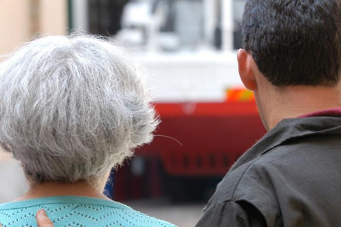 Bacia la proprietaria di casa contro la sua volontà, 40enne nei guai