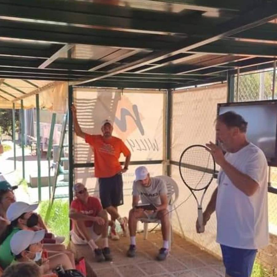 Riccardo Piatti con allievi e tecnici (foto concessa da Fabio Murgia)