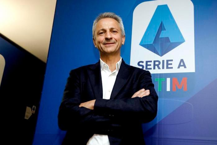 Scippata la moglie del presidente della Lega Serie A Dal Pino, lui rincorre il ladro e lo fa arrestare