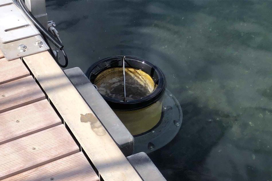Cagliari, un cestino intelligente che ripulisce il mare dalle microplastiche