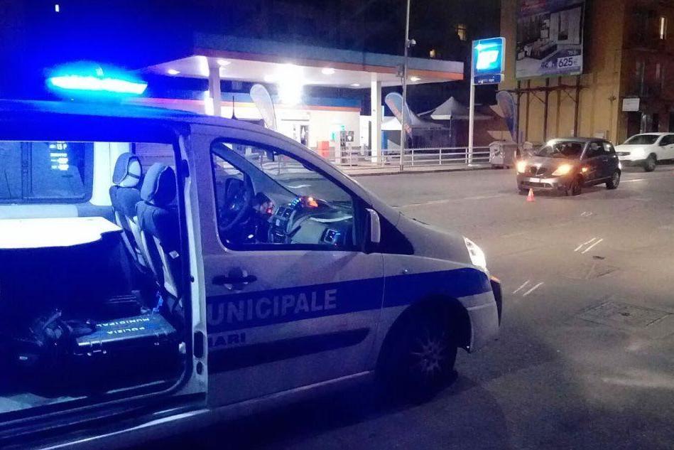 Auto contro scooter in via Is Mirrionis, soccorso un 28enne