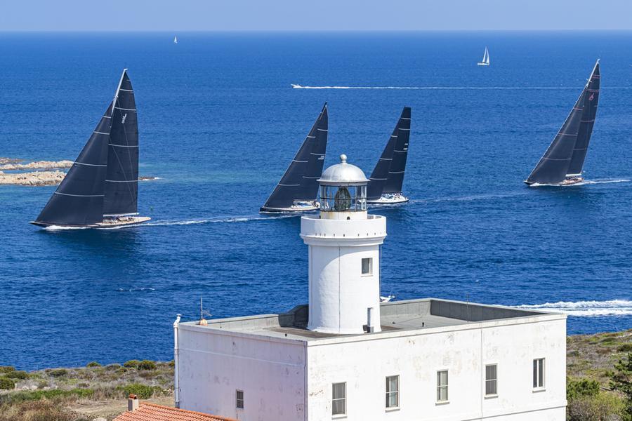 La grande vela torna in Costa Smeralda: al via la Maxi Yacht Rolex Cup