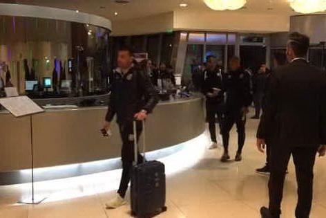 Serie A, l'arrivo dei giocatori del Parma al T-Hotel