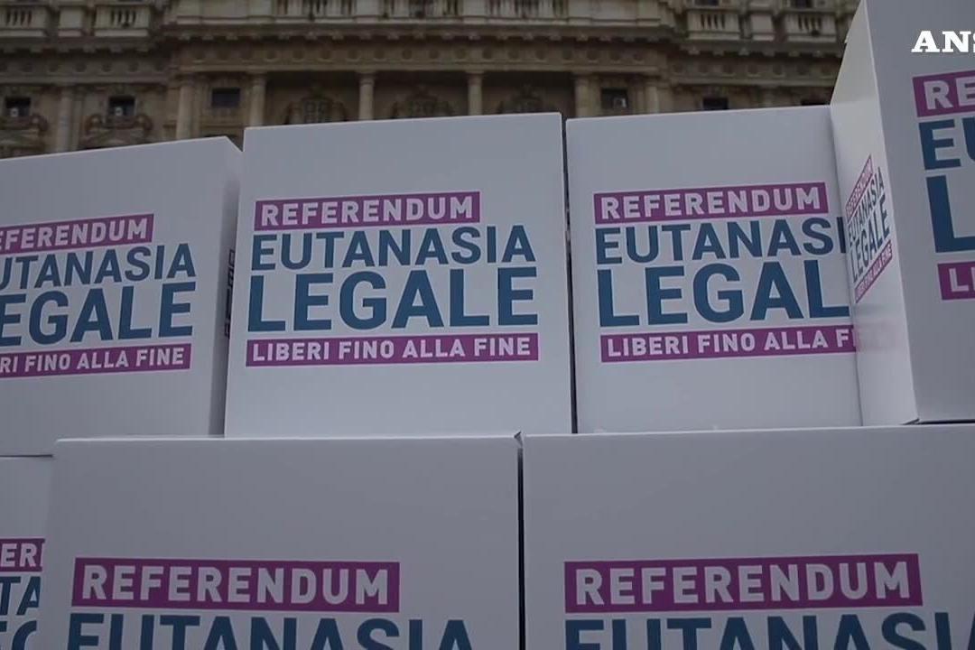 Depositate 1,2 milioni di firme per il referendum sull'eutanasia legale