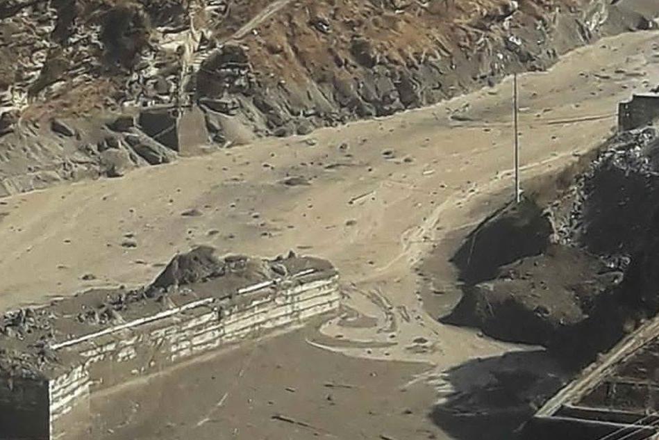Crolla ghiacciaio dell'Himalaya, almeno 18 morti