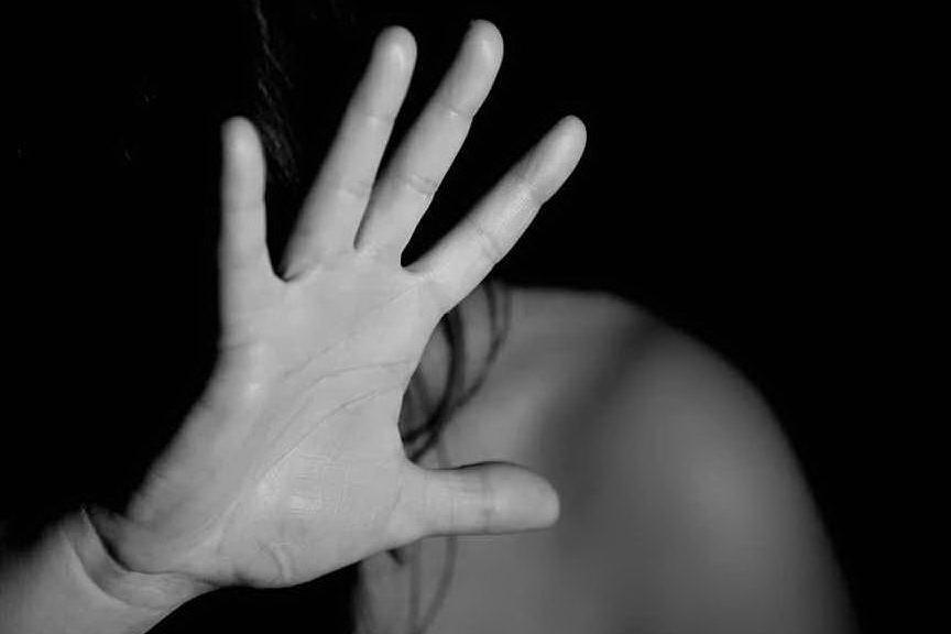 Falsi casting per abusare di aspiranti attrici: 48enne in arresto