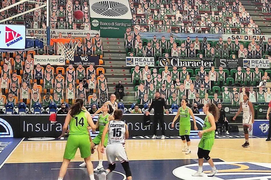 Un'azione di gara uno tra Dinamo e Broni (foto G. Marras)