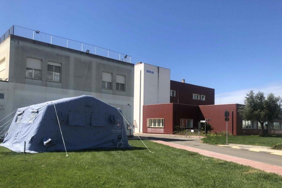 Tre pazienti positivi bloccati al Pronto soccorso del San Martino: non ci sono posti