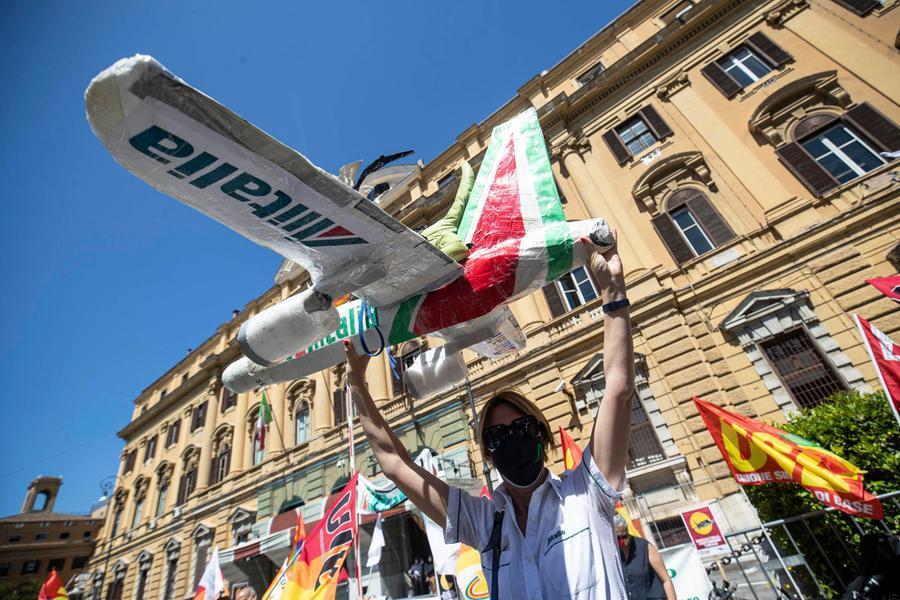 Alitalia, i licenziamenti e il nodo dei biglietti