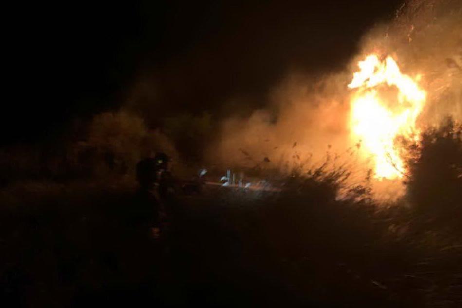 Enorme incendio ad Arborea, le immagini