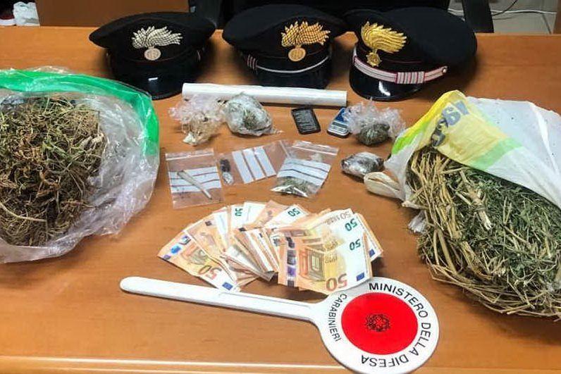 In casa marijuana, hashish e materiale per il confezionamento: un arresto a Cagliari