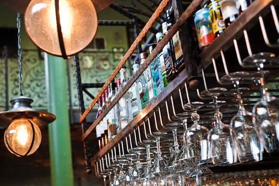Oristano, in sei consumano vicino al bar: multati