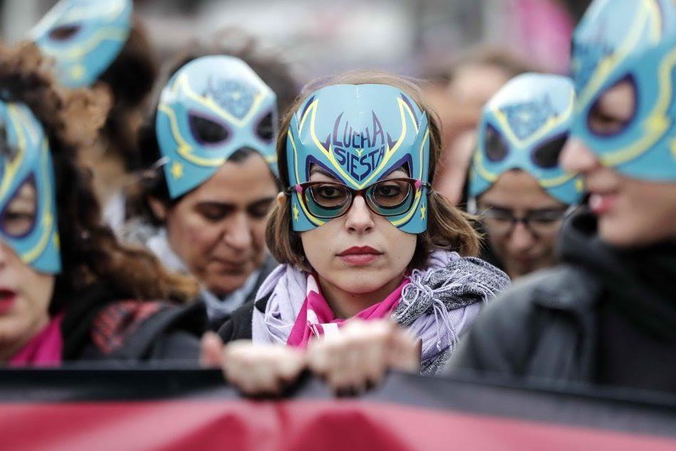 """""""Non una di meno"""": migliaia di donne per le strade della Capitale"""