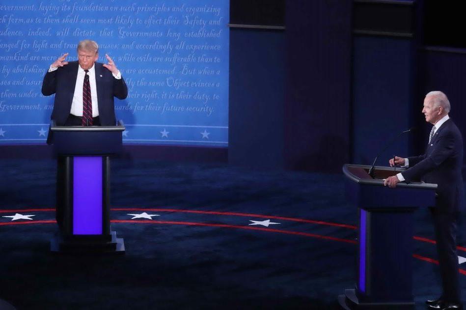 """Trump rifiuta dibattito virtuale con Biden: """"Credo di non essere contagioso"""""""